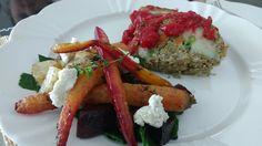 Rocambole de lentilha e quinoa e legumes assados com ricota de macadamia!