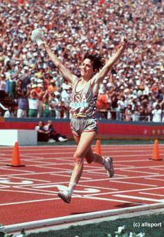 Joan Benoit, winning the inaugural women's Olympic marathon in 1984.