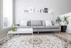 Esittelyssä: Raikas skandinaavinen koti – Kotisi Tekijä Pallet Furniture, Decoration, Sweet Home, Couch, Living Room, Sofa Ideas, Crib, Exterior, Home Decor