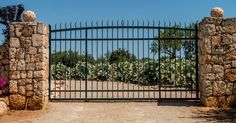Only the best driveway gates from the pros at San Antonio Garage Door & Gate call today & talk directlry BBB A+ rated driveway gate technician.