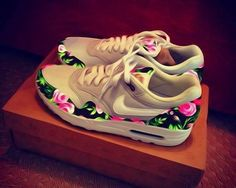 2014 cheap nike shoes for sale info collection off big discount.New nike roshe run,lebron james shoes,authentic jordans and nike foamposites 2014 online. Nike Shoes Cheap, Nike Free Shoes, Nike Shoes Outlet, Running Shoes Nike, Cheap Nike, Nike Outfits, Cute Shoes, Me Too Shoes, Nike Air Max
