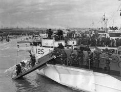 Canadian troops disembark on Juno Beach with bicycles.   Amazing, Historic Images Of Allied Troops Storming The Beaches Of Normandy On D-Day