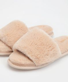 Home winter slippers - View All - Autumn Winter 2016 trends in women fashion at Oysho online. Lingerie, pyjamas, sportswear, shoes, accessories, body shapers, beachwear and swimsuits & bikinis.