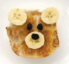 TEDDY BEAR TOAST: Lovely quick fun snack from minieco. Some banana, raisins and toast, and kids can make it themselves. Sweet.