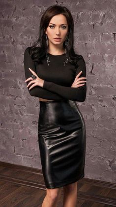 A collection of images of Mistresses, Dommes and just generally Dominant Women. Sexy Skirt, Dress Skirt, Skirt Outfits, Sexy Outfits, Looks Pinterest, Black Leather Skirts, Leather Pencil Skirts, Elegantes Outfit, Leather Fashion
