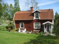 what an adorable little home!!!--H e m m a p å K r å k e r e d
