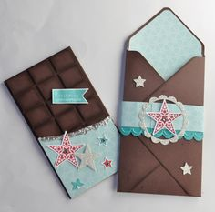Pochette pour fausse  tablette de chocolat Envelope Punch Board, Envelope Tutorial, Paper Gift Box, Paper Gifts, Chocolates, Exploding Gift Box, Emotions Cards, Stampin Up, Molde