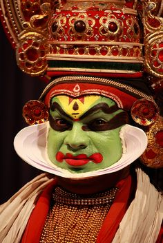 Kathakali dancer, Kochi, Kerala, India Indian Gods, Indian Art, Onam Images, Kathakali Face, Indian Classical Dance, Kerala India, Folk Dance, Indian Heritage, Kochi