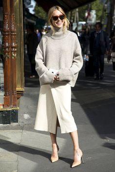 【ELLE】エフォートレスシックなラップスカートに注目|ニットとミディ丈スカートのトレンドコーデ13選|エル・オンライン