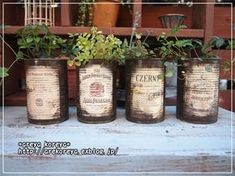 トマト缶リメイク Vintage Tins, Vintage Crafts, Garden Junk, Garden Art, Succulent Arrangements, Planting Succulents, Succulent Gifts, Succulent Planters, Tin Can Crafts