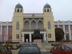 City hall in Mohács Hungary Hotels, Town Hall, Strand, Taj Mahal, Mansions, House Styles, City, Building, Places