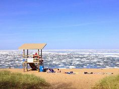 Shared from the TWC.com.........Lake Superior on 5/25/14.........YEP, laying on the beach watching chunks of ICE !  Crazy!