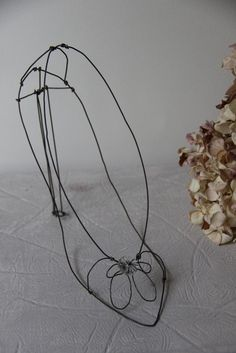 Wire sculpure fil de fer fil di ferro shoe decor