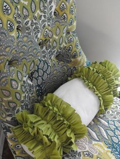ruffled pillow tutorial.  Maybe I'll try this one of these  days but without that big bare patch in the middle.