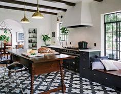 One stunning kitchen - in black and white
