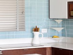 http://www.estiloydeco.com/reforma-instalar-azulejos-de-cristal-en-la-cocina/