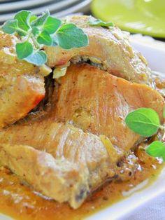 Żeberka duszone z miodem i musztardą są soczyste i bardzo aromatyczne. W trakcie duszenia wytwarza się pyszny sos, który powstaje z cebu...