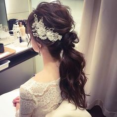 [Now if they just combed that poor girl's hair, this would look very nice. Bridal Hairdo, Hairdo Wedding, Wedding Hairstyles With Veil, Party Hairstyles, Wedding Hair And Makeup, Bride Hairstyles, Hair Makeup, Korean Wedding Hair, Hair Arrange