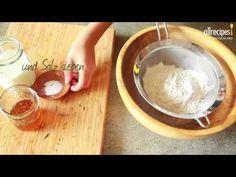 Englisches Soda Bread mit Rosmarin. Soda Bread wird ohne Hefe gemacht und ist ein schnell gebackenes Brot auch für Back-Anfänger.  http://de.allrecipes.com/rezept/12848/englisches-rosmarinbrot-ohne-hefe--rosemary-soda-bread-.aspx