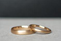 Alianças Boleadas - Alianças anatômicas em ouro 18k com design arredondado, o modelo mais confortável. #joiasliê #weddingrings