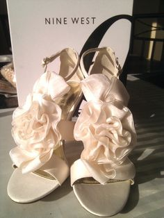 Some cute flower heels to go with any floral dress:)