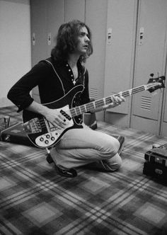 Ritchie Blackmore playing Roger Glover's bass