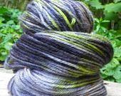 Echeveau de laine peinte, superwash Bluefaced Leicester : Mercerie par utopik-baz-art