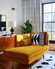 Small Living Room Chaise Lounge New Living Room Decor Ideas Mustard Velvet Chaise Lounge New Living Room, Living Room Sofa, Apartment Living, Living Room Decor, Small Living, Modern Living, Dining Rooms, Mustard Living Rooms, Velvet Chaise Lounge