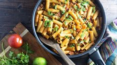 One-Pot Taco Rigatoni - All the goodness of a taco in a cheesy pasta dinner that only requires one dish. Paula Deen, Beef Dishes, Pasta Dishes, Quinoa, One Pot Dinners, Budget Dinners, Easy Dinners, Dinner With Ground Beef, Paleo