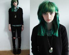 grunge alternative fashion style goth gothic green hair black clothes skinny
