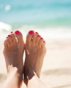 Treating toenail fungus can be difficult, but consistency is key. From home remedies to prescription treatments, these cures will return your feet to their former glory. Ongles Forts, Toenail Fungus Treatment, Summer Feet, Best Marriage Advice, Summer Beauty, Feet Care, Homemade Beauty, Toe Nails, Health And Beauty