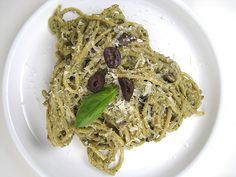 Chicago summers are usually hot and humid. We go from complaining about cold to complaining about heat in a matter of days. This summer is different. Everyone has been complaining that it isn't hot enough. While I agree it has… Cheesy Pasta Recipes, Kalamata Olives, Roasted Almonds, Base Foods, Ricotta, Nom Nom, Diva, Organize