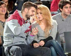 Shakira e Gerard Piqué assistindo a um jogo de basquete em Barcelona (29/11/2013) Shakira and Gerard Piqué watching a basketball game in Barcelona (11/29/2013) #shakirabrasil #shakira #gerardpique #barcelona