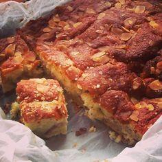 Æblekagen lige til at tage med til vennerne, kollegerne eller klassen. Oreo Dessert, Cookie Desserts, Chocolate Desserts, Sweets Recipes, Cake Recipes, Danish Food, Bread Cake, Muffins, I Love Food
