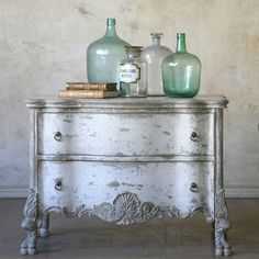 I love the ray under the white that is exposed when distressed!
