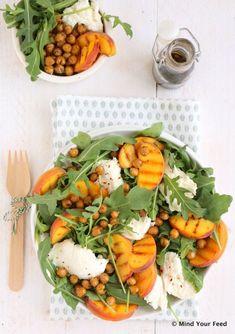 Salade met gegrilde perzik en mozzarella - Mind Your Feed