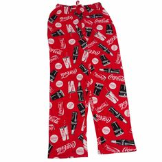 Enjoy this brightly patterned pajama pant with classic Coca-Cola images and icons. All done in red, white and black, there are fountain cups, cans, bottles and classic contour glasses. Coca-Cola to a tee and perfect for a fan of the brand! Coca Cola Gifts, Coca Cola Store, Coca Cola Cake, Coca Cola Decor, Mens Lounge Pants, Lounge Wear, Coca Cola Pictures, Coca Cola Merchandise, Shopping
