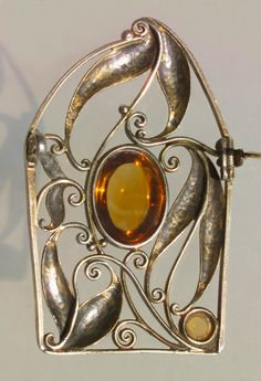 WIENER WERKSTÄTTE Important Secessionist Brooch. Gilded silver Citrine. Marks: 'WW' Austrian, c.1910. Fitted Case. Although there is no designer monogram this brooch has all the style of a good Josef Hoffmann design. (hva)