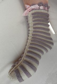 Ladies Knitted Bed Socks by Anna Schumacker - free - download ebook : https://openlibrary.org/books/OL24160009M/The_Columbia_book_of_yarns