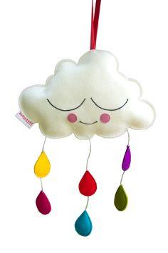 Deze mobiel wolk is gemaakt van 100% wolvilt en makkelijk op te hangen. Wie wordt hier nu niet vrolijk van? Leuk op elke hippe kinderkamer.