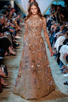 Elie Saab Couture Fall 2017 Collection at Haute Couture PFW Elie Saab Couture, Atelier Versace, Style Haute Couture, Couture Fashion, Runway Fashion, Fashion Goth, Vestidos Fashion, Fashion Dresses, Beautiful Gowns