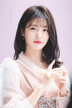 Girl Short Hair, Short Girls, Korean Celebrities, Celebs, Arin Oh My Girl, Korean Short Hair, Pretty Korean Girls, Asian Hair, Korean Actresses