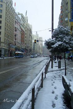 nieve en Madrid. Foto Madrid, Skyline, Spain And Portugal, Far Away, Places To Travel, Countries, Cities, Trips, Spanish