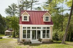 Creative Cottages, LLC out of Maine builds some of the most charming tiny houses we've ever seen! One of the adorable homes is the Oceanside Retreat. It's only 411 square feet but it has absolutely everything that you need plus gobs of charm and character!