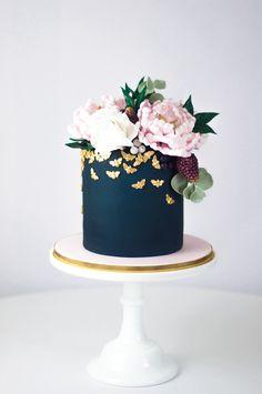Navy blue wedding cake with blush sugar flowers  | Juniper Cakery