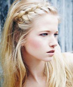 Afbeeldingsresultaat voor lang haar haarband vlechten