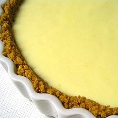 This Quick and Easy Lemon Flan recipe can be whipped together in a few minutes. Ingredients 1 Tin sweetened condensed milk 250 ml whipping cream Juice of 4 large … Milk Recipes, Baking Recipes, Great Recipes, Vol Au Vent, No Bake Desserts, Dessert Recipes, Yummy Treats, Yummy Food, Recipes