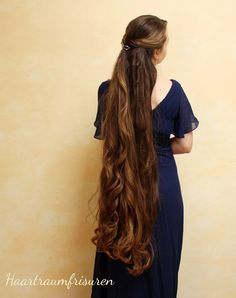 Long layered hairstyles look fantastic even if they are simple. If you're lucky enough to have long hair but are unsure about how to style it, you're in the right place. Long Curly Hair, Long Hair Cuts, Curly Hair Styles, Beautiful Long Hair, Gorgeous Hair, Really Long Hair, Layered Hair, Pretty Hairstyles, Wedding Hairstyles