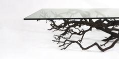 New York'ta yaşayan tasarımcı herhangi bir forma dönüştürülemeyen ağaç dallarını en doğal hallerini kullanarak ev eşyasına dönüştürüyor.