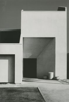 Commune   Daily  Nicholas Alan Cope's photographs of Los Angeles capture the contrast of a city on the furthest edge of America; The extreme juxtaposition of forms, blinding light, and the angularity of a city without an identity.